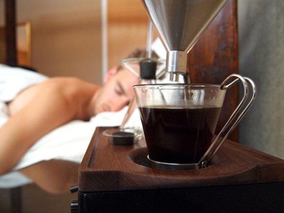 Um despertador que faz café!