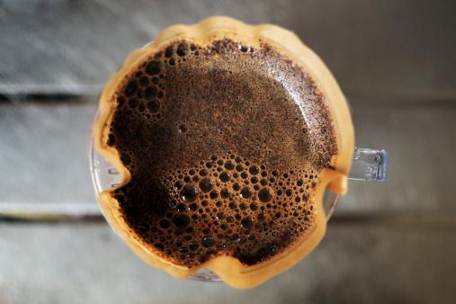 Café coado: mexer ou não mexer?