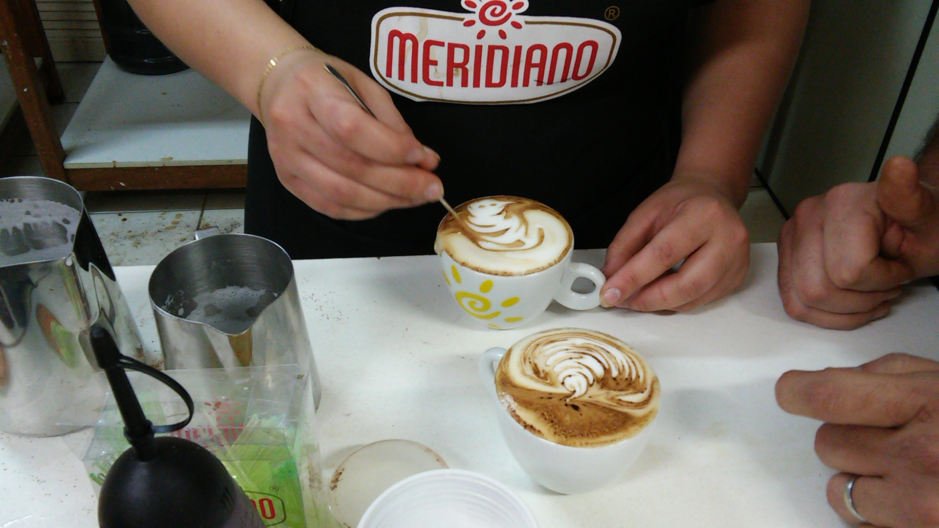 Meridiano incrementando a arte do café com Latte Art.