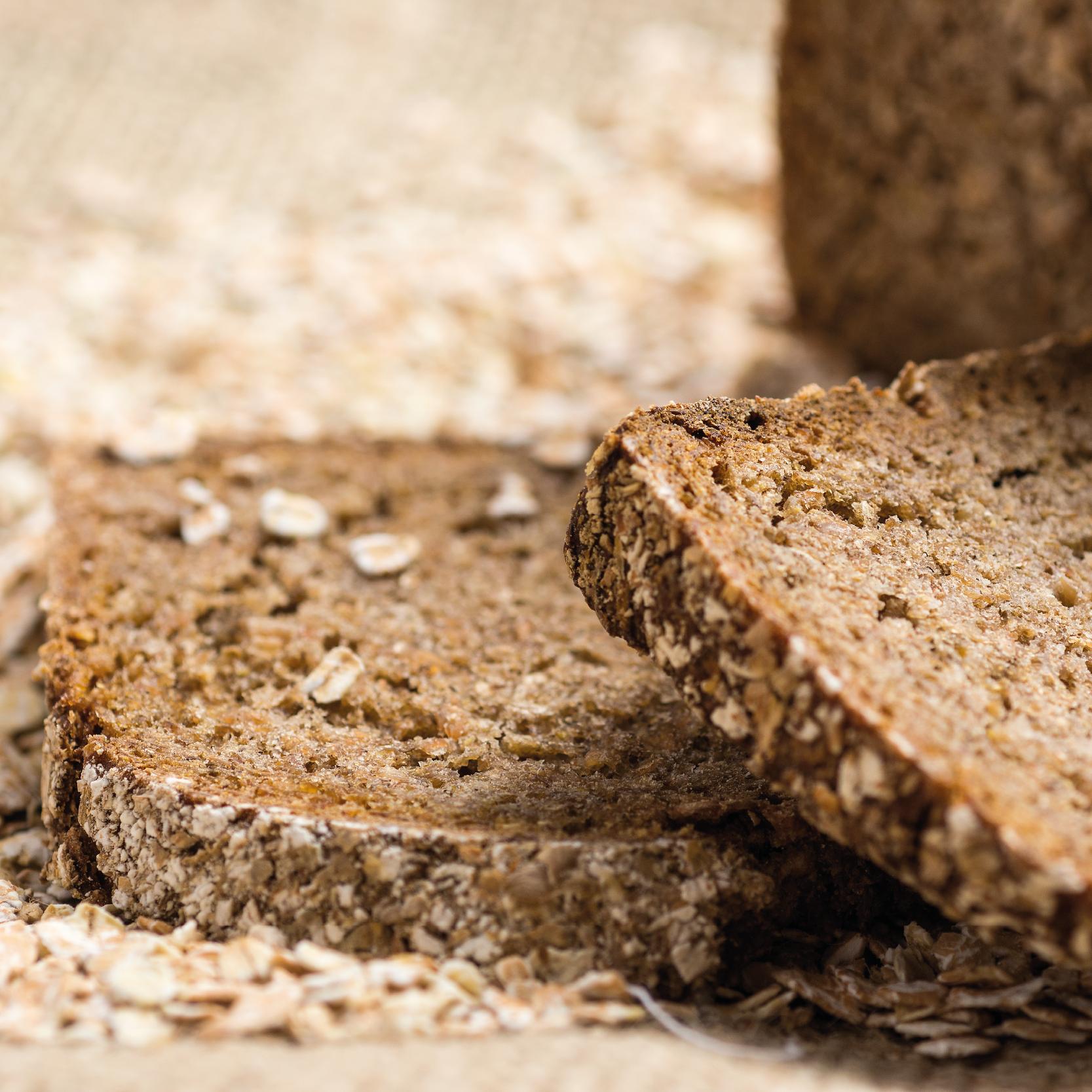 pão integral com café e grãos