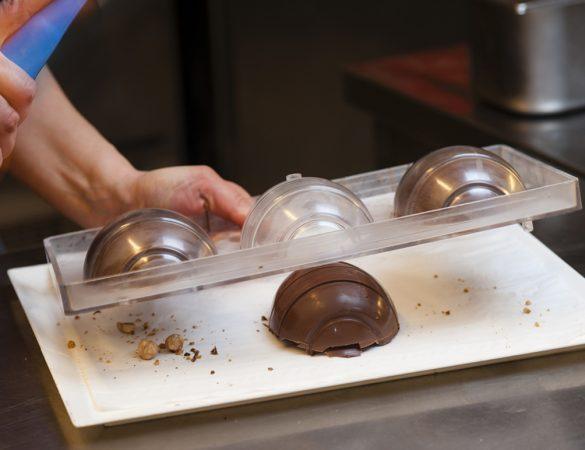Ovo de Páscoa recheado com chocolate e café