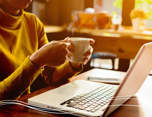 Vai uma mãozinha no trabalho? Beba café!