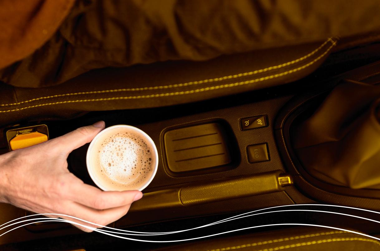 copo de café no carro